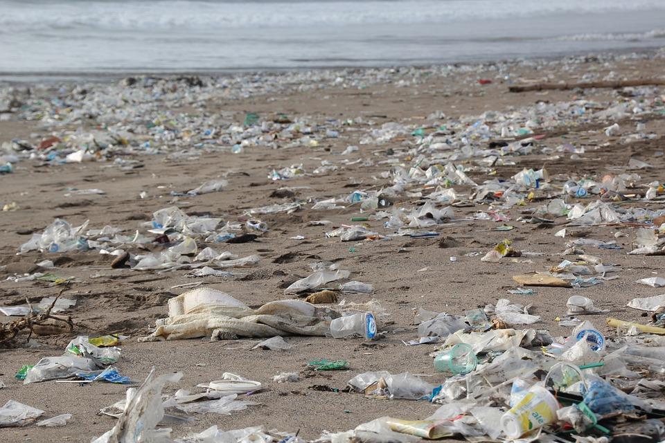 Perché il riciclo della plastica non è una risposta adeguata