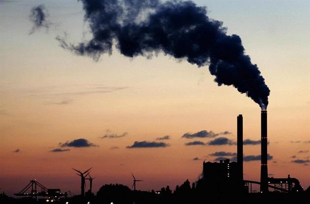 Ecco come i rifiuti indifferenziati contribuiscono al riscaldamento globale.