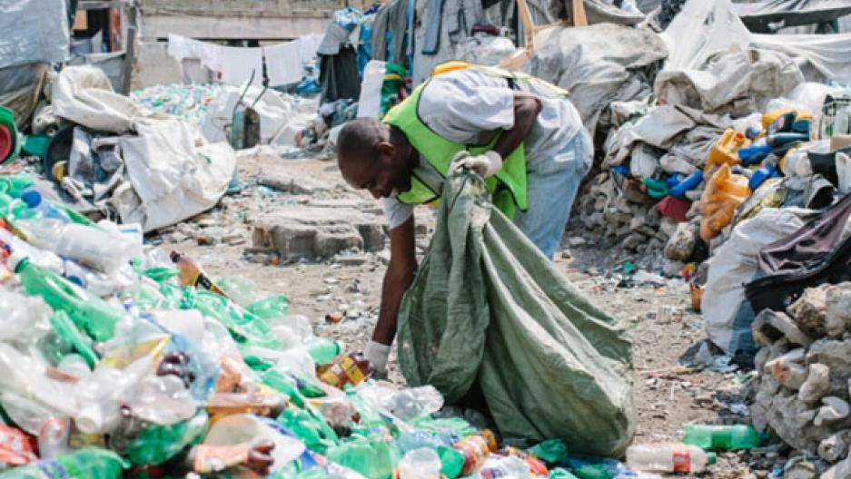 Plastic Bank: modello virtuoso di monetizzare i rifiuti plastici